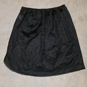 Vanity Fair black short slip skirt size medium